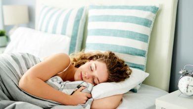 صورة كم عدد ساعات النوم التي تحتاج إليها وفقا لسنّك؟