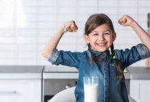 صورة خطوات مهمة لتقوية عظام طفلك
