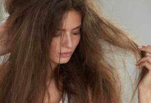 """صورة علاج """"نفشة"""" الشعر في المنزل"""