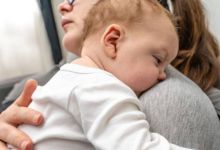 صورة طرق تساعد طفلك على النوم سريعًا