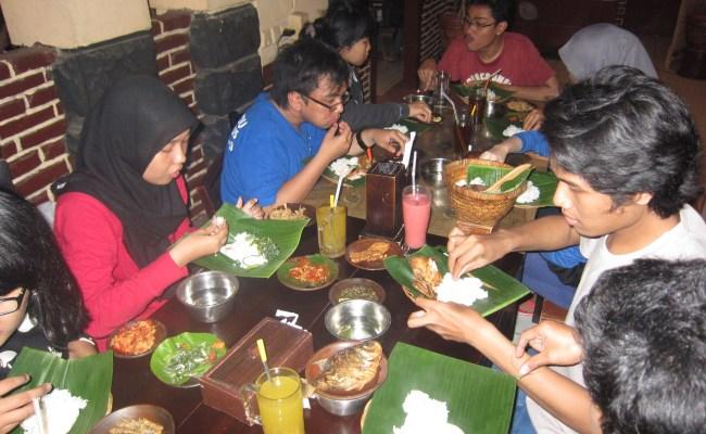 Angkringan Makan Bersama Keluarga Malam Minggu Kita Cute766
