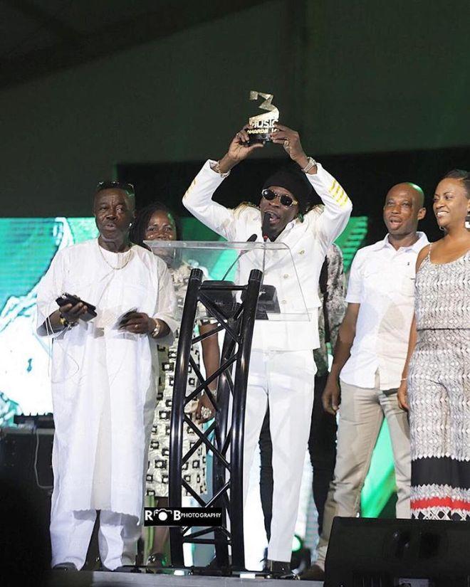 Shatta Wale holds 3Music Award