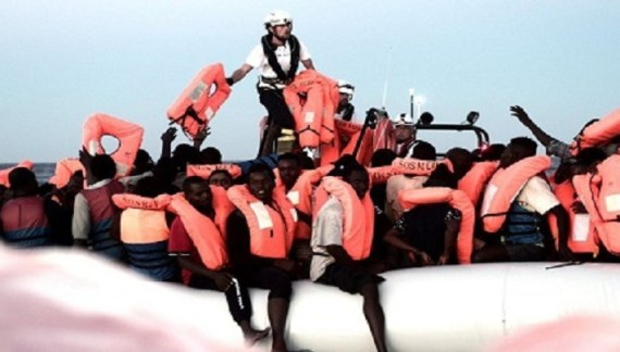 Italy refuses entry to ship carrying 600 migrants
