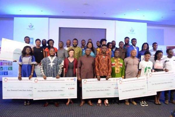UNDP awards start-up capital to winners of YISD competition.