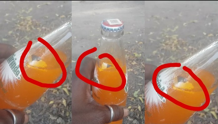 A Customer In Kasoa Reportedly Bought Bottled Minerals Filled With Foreign Material - Watch Video