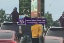 Shatta Wale hijacks busy road to sprinkle money on his fans [Video]