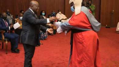 Photo of Akufo-Addo Swears in Supreme Court Justices Mensa-Bonsu & Yonny Kulendi