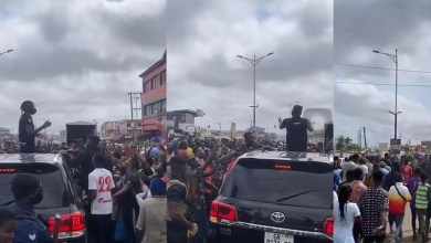 Photo of Video: Stonebwoy mobbed by fans at Ashiaman (Watch)