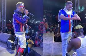 Photo of Blogger reveals the amount Amewu paid Shatta Wale to perform at victory concert