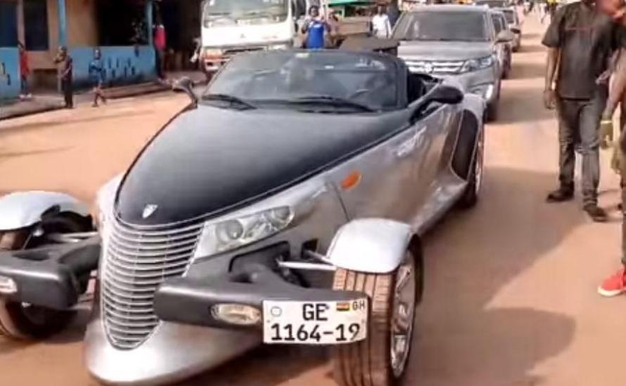 Rev Obofour's flushy car