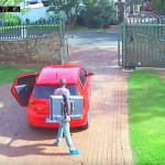 WATCH: Robbers take less than five minutes to burgle home
