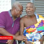 John Mahama visits veteran actor Super OD (Pictures )