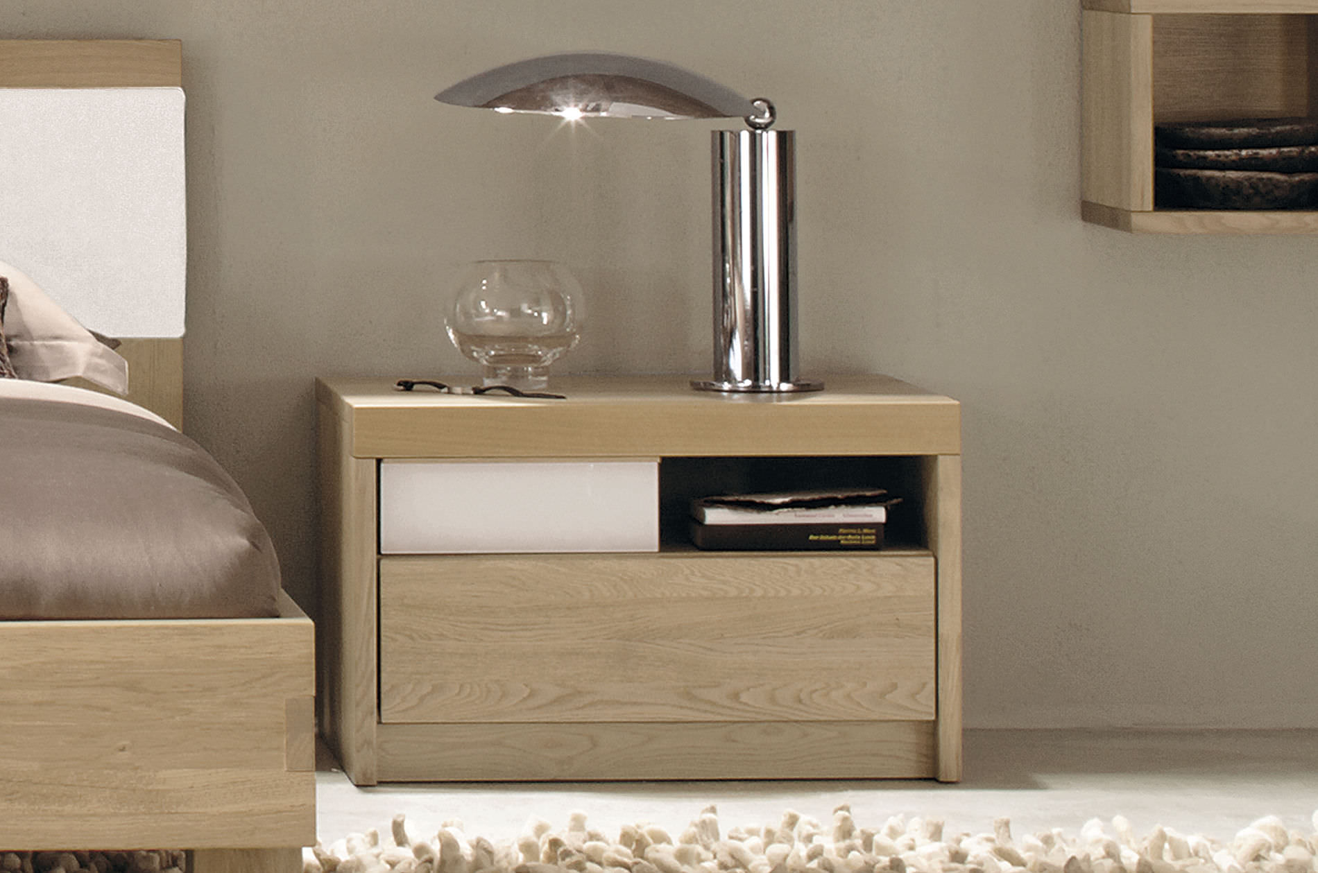 Importance of sidetable for beds