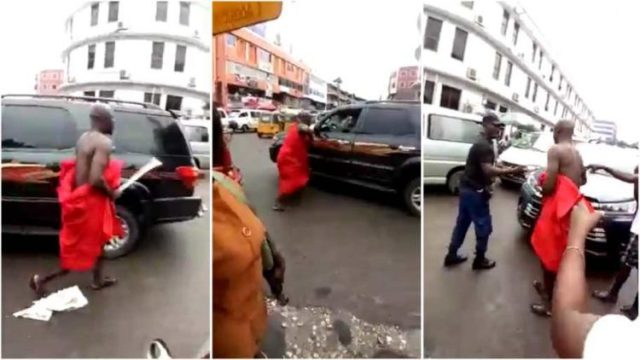Ay3 Kese3 o!, Husband Attacks A Man On The Street Of Kumasi For Sl³³ping With Her Wife (Watch Video)