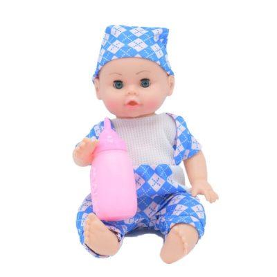 Bebeluș de jucărie băiețel în pijamale