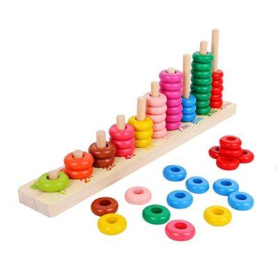 Jucărie numărătoare din lemn cu stivuitor de inele colorate