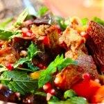 Готовим вкусные ребрышки с овощами.