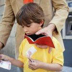 Как научить школьника правильно обращаться с деньгами.
