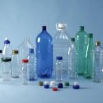 Не набирайте воду для питья в пустые пластиковые бутылки.