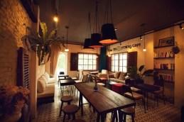 The Morning Café: Như tên gọi, không gian quán vừa đủ để người ta cảm nhận được cái thú vị của những ly cà phê, cái thanh bình của thành phố vừa trở mình sau một đêm ngon giấc; cảm giác hứng khởi, tràn đầy năng lượng cho ngày mới. Địa chỉ: Tầng 2, 36 Lê Lợi, Q. 1, TP. HCM.