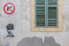 Lato nord di Nicosia. Un murales raffigurante Atatürk | © Michele Cirillo