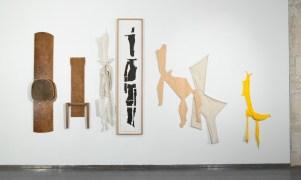 Exposition,Lamachineriedu réel,L'arsenal,Musée de Soissons,2010. Détail Cire,bois, (1991)porcelaine (2004), linogravure (2005), contreplaqué (2002),textile lin (2003), textile jersey (2006) Photo:RaphaëlChipault