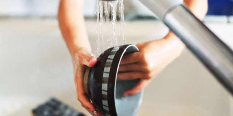 Save water by not pre rinsing dishes