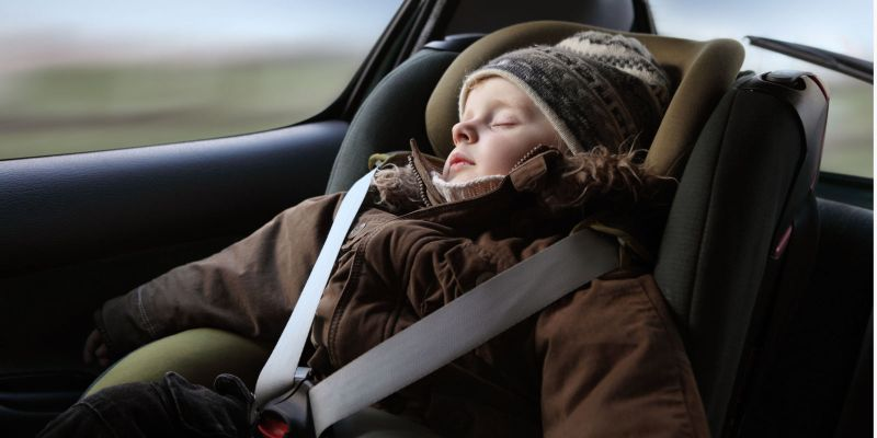 When your child is dressed in a coat, do you transport it in a baby car seat? Here's a terrifying reason for which you should never do that! 2