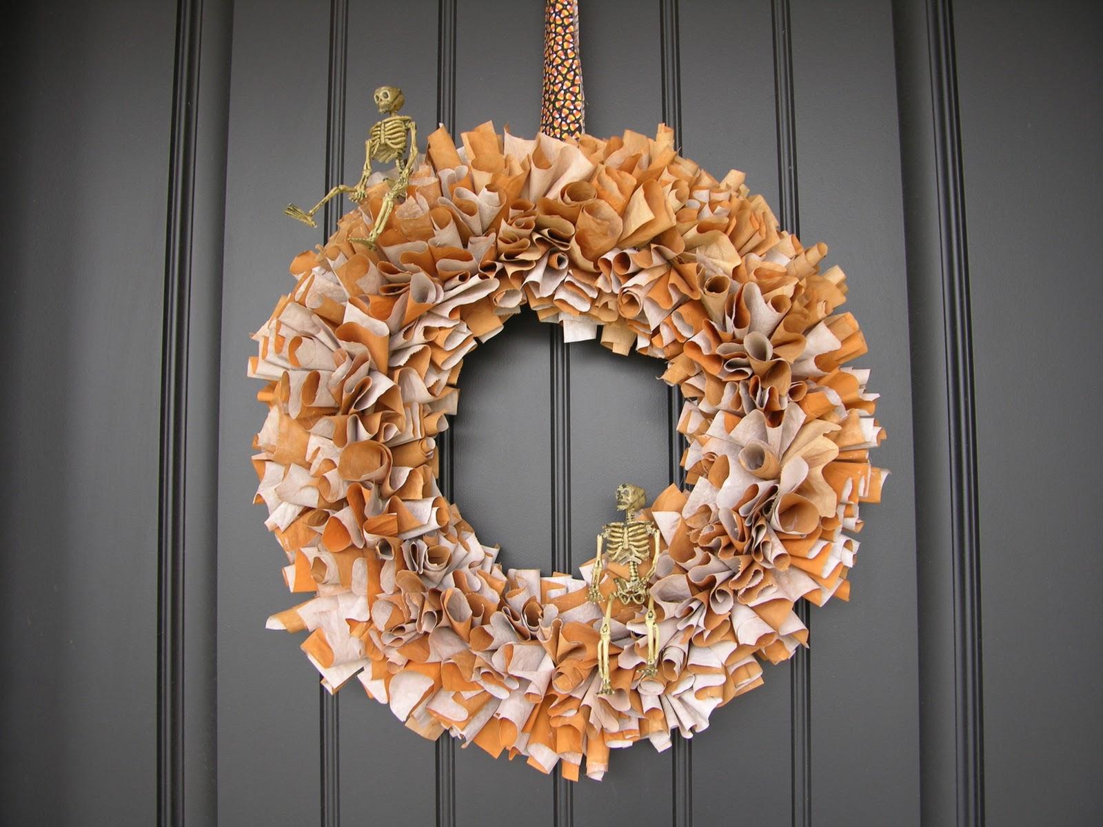 Spooky and Chic Halloween Wreath Design Ideas