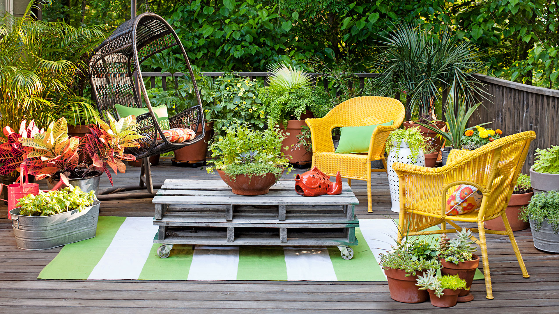 25 Backyard Decorating Ideas  Easy Gardening Tips and DIY Projects