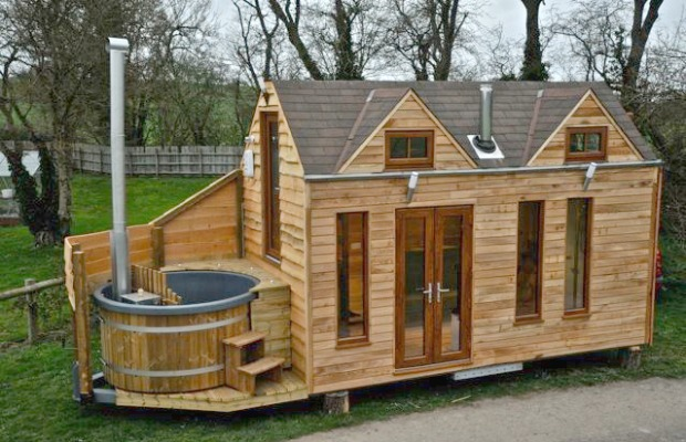 Tiny Houses Wooden Home with Outdoor Jacuzzi Hot Tub Exteriors