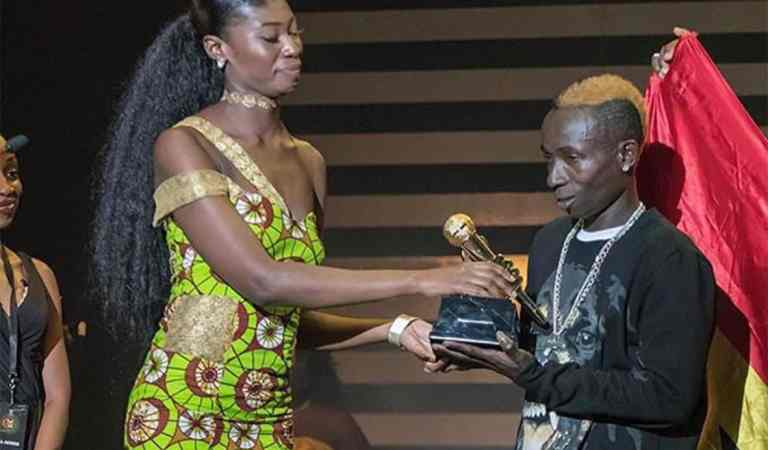 Beauty and The Beast: Meet the International model who presented an award to Patapaa at GMA UK