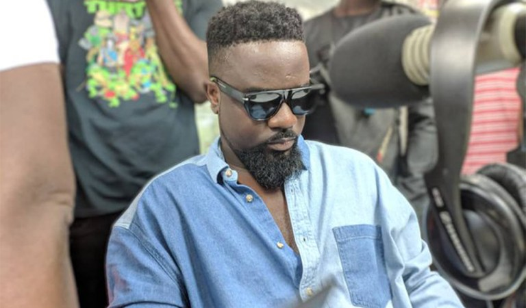 Fans and the media added up to the separation with Strongman – Sarkodie