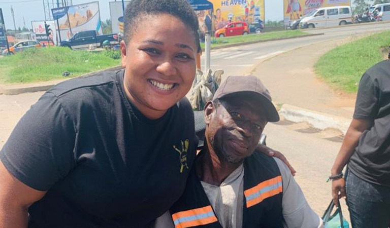 Photos: Xandy Kamel provides food for the needy on the streets of Accra
