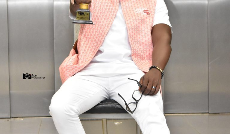 Kobby Kyei crowned best youth blogger of the year at YEA