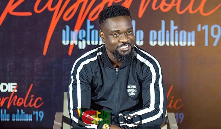 Make Rapperholic Free Since You're Enjoying Free Education – Sarkodie Has New Message At His Door