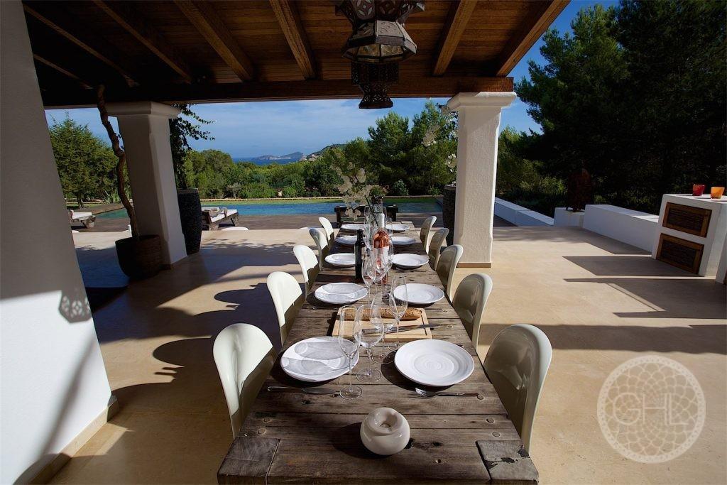 El primer paso para conseguir su propiedad de ensueño en Ibiza.