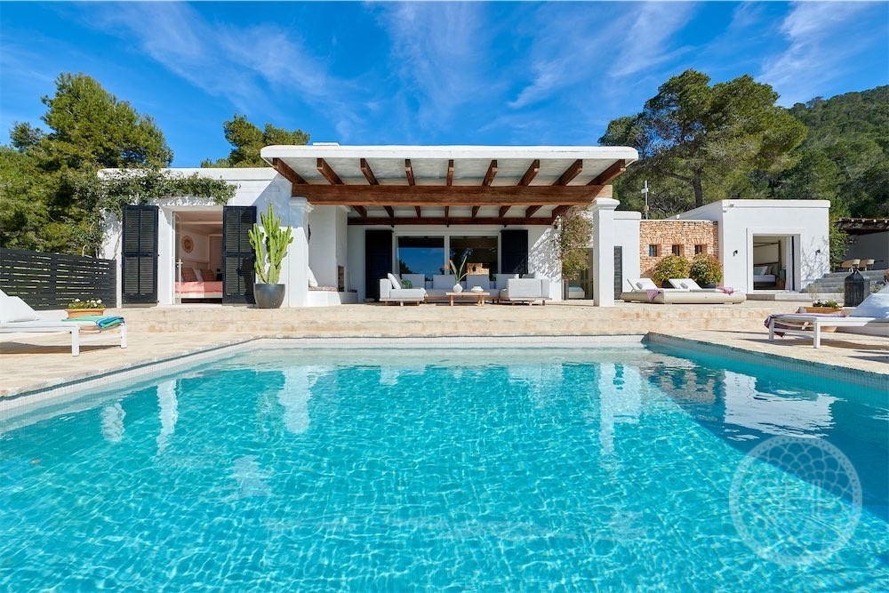 Beautifully styled luxury villa with sea views in Cala Jondal