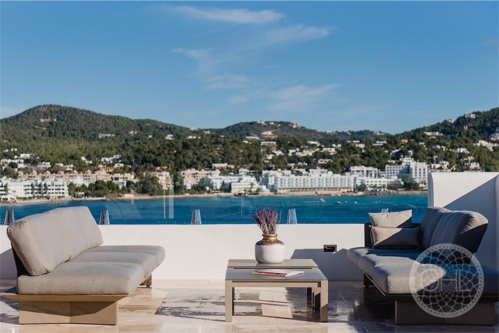 Sea views luxury villa in top location