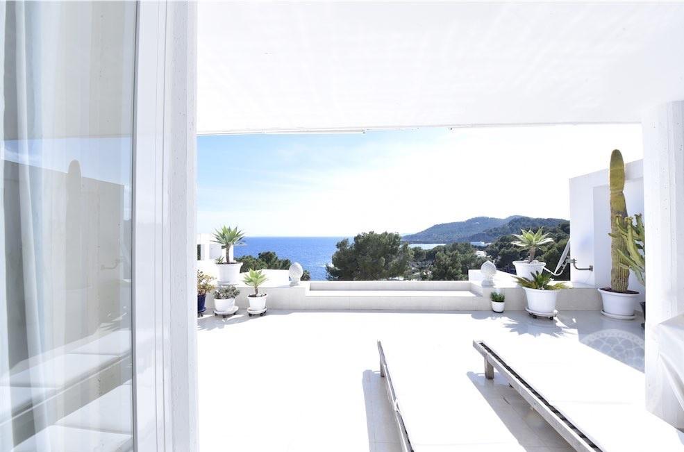 Ausreichendes Anwesen mit Meerblick in exklusiver Residenz