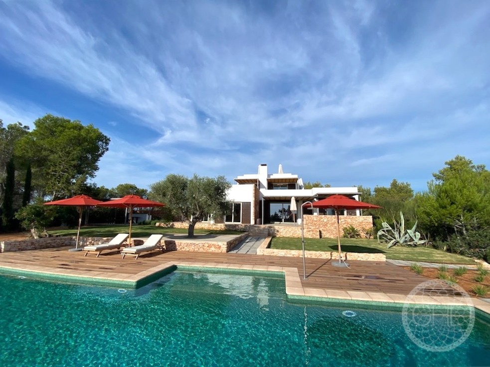 Superb villa with magnificent sunrises and sea views