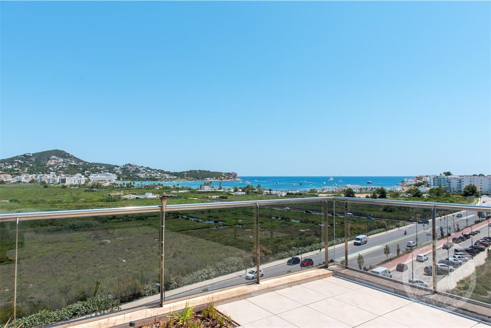 Fantastic penthouse with roof terrace sea views in Marina Botafoch