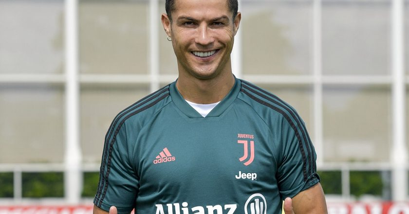 Ronaldo reaches scoring landmark to send Juve closer to title