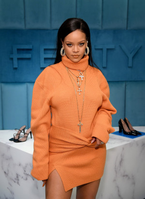 Rihanna eyes Hamptons house that cost $800K for the summer