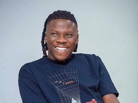 Hearts or Kotoko? Stonebwoy struggles to choose between the two