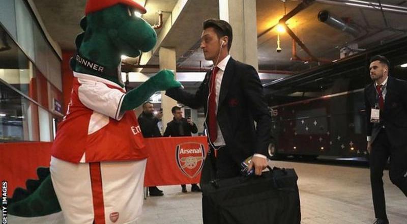 Gunnersaurus: Mesut Ozil offers to pay wage of Arsenal mascot