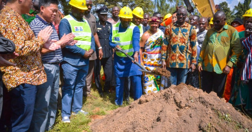 Vice President cuts sod for the construction of Samanye Barrier-Jaway Wharf road