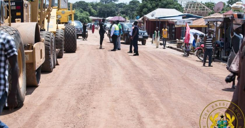 Pres Akuffo-Addo commission 64km Kete Krachi – Dodiokope road, inspects 15km town roads