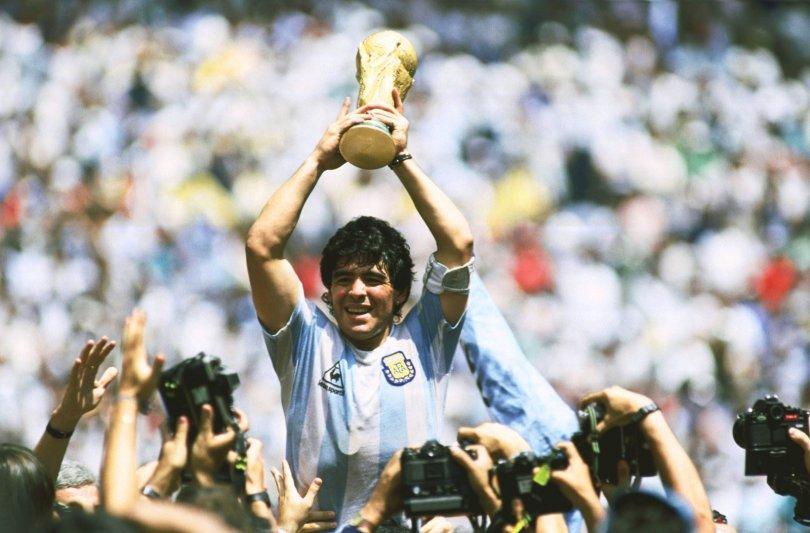 Diego Maradona: Thousands bid farewell as Argentina grieves