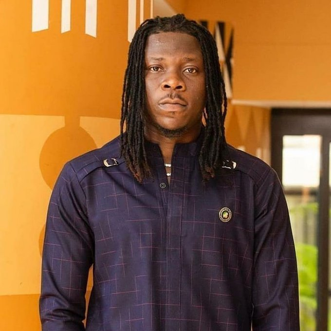 Don't allow yourself to be used - Stonebwoy advises Ashaiman youth